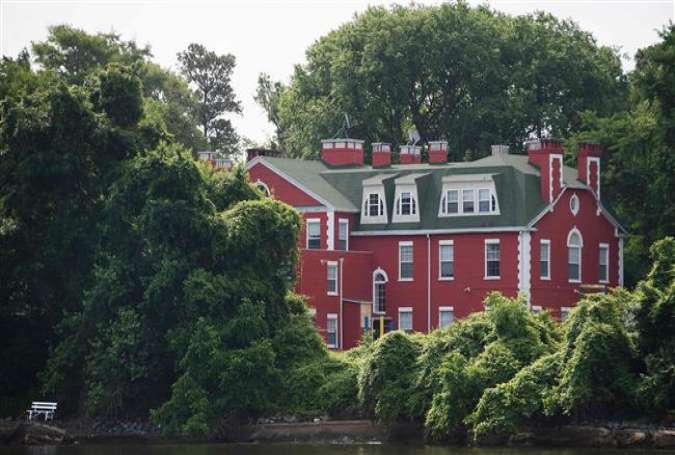 Part of the Russian Federation's riverfront compound is seen from the water on Maryland's Eastern Shore in Centreville, Maryland, June 16, 2017. (Photo by AFP)