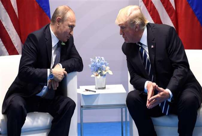 US President Donald Trump (R) and Russia