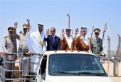 Egyptian President Abdel Fattah el-Sisi (C) rides a vehicle with senior Arab leaders and members of the Egyptian military at the opening of the Mohamed Naguib military base at El Hammam City in the North Coast, Marsa Matrouh, Egypt, July 22, 2017 in this handout picture courtesy of the Egyptian Presidency. (Photo by Reuters)