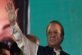 Ousted Pakistani prime minister Nawaz Sharif gestures as he addresses supporters at a rally after reaching his home city of Lahore on August 12, 2017. (Photo by AFP)