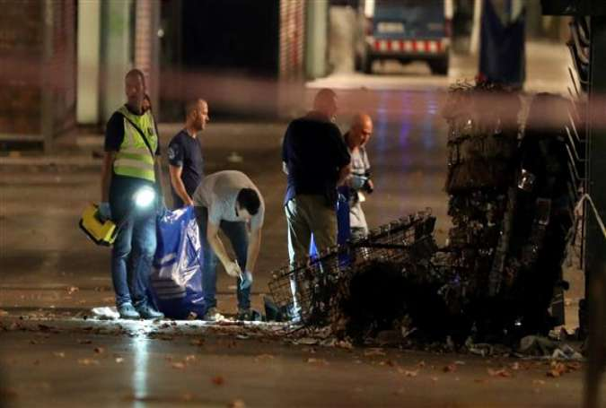 Forensic police officers search for clues near the area where a van crashed into pedestrians at Las Ramblas in the Spanish city of Barcelona on August 18, 2017. (Photo by Reuters)