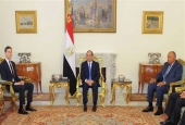 A handout picture released by the Egyptian Presidency on August 23, 2017 shows President Abdel Fattah el-Sisi (C) meeting with Senior White House Adviser Jared Kushner (L), accompanied by Egyptian Foreign Minister Sameh Shoukry at the presidential palace in the capital Cairo. (Photo by AFP)