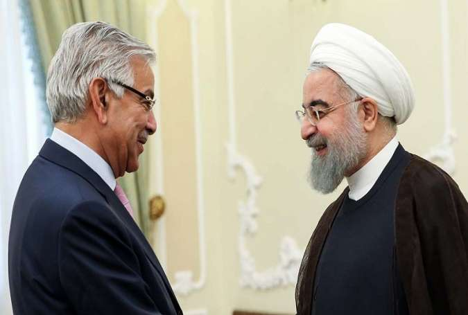 Iranian President Shakes hand with Pakistani Foreign Minister