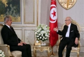 A handout picture released by the Tunisian Presidency Press Service shows Tunisian President Beji Caid Essebsi (R) meeting with Libyan General Khalifa Haftar on September 18, 2017 at Carthage Palace in Tunis. (Photo by AFP)