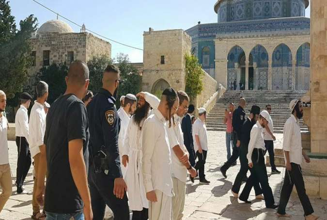 Zionist Settlers Desecrate Al-Aqsa Mosque during an incursion