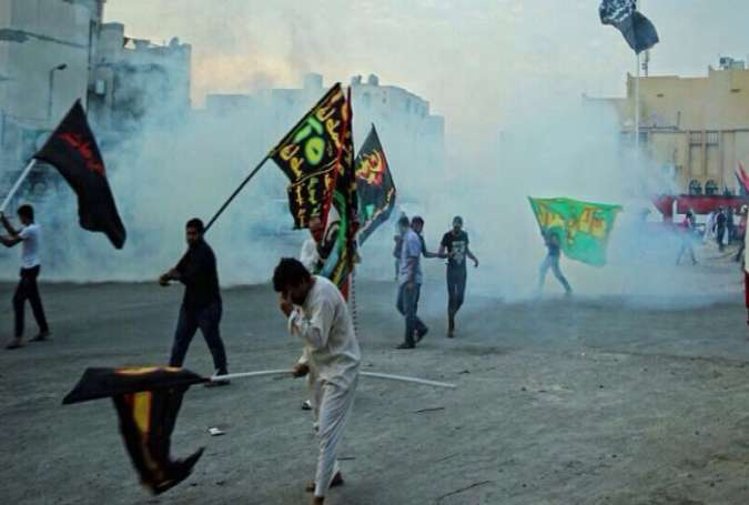 Bahrain regime forces using teargas to disperse an Ashura mourning ceremony