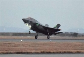 This picture, taken on January 18, 2017, shows a US F-35 stealth fighter jet landing at the US Marine's Iwakuni Air Station in Iwakuni, Yamaguchi Prefecture, in Japan. (By AFP)