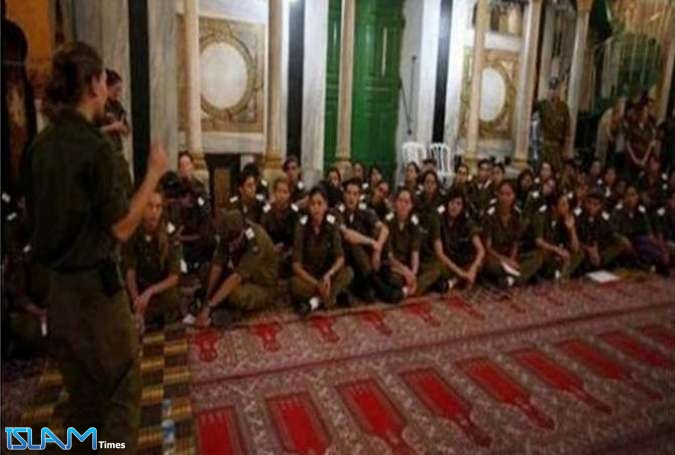 Hundreds of Zionist Settlers Stormed, Desecrated West Bank Ibrahimi Mosque
