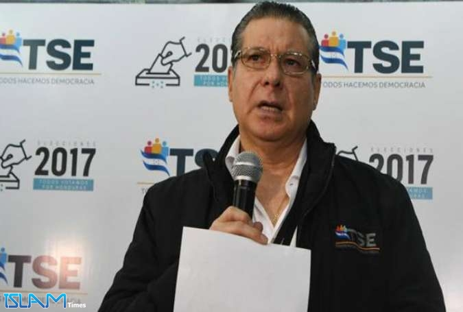 The president of the Electoral Supreme Court (TSE) David Matamoros addresses the media on December 3, 2017 in Tegucigalpa
