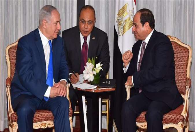 The handout released by the Egyptian Presidency shows Israeli Prime Minister Benjamin Netanyahu (L) meeting with Egyptian President Abdel Fattah el-Sisi in New York on September 18, 2017. (Photo by AFP)