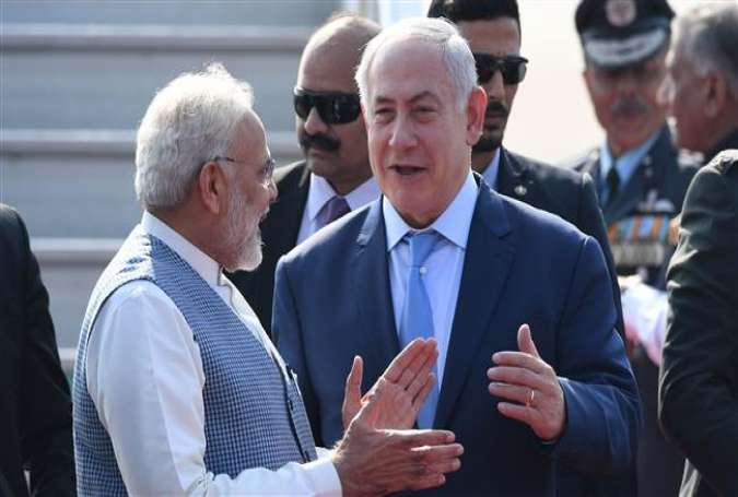 Indian Prime Minister Narendra Modi (L) welcomes Israeli Prime Minister Benjamin Netanyahu on his arrival at the Air Force Station in New Delhi, India, January 14, 2018. (Photo by AFP)