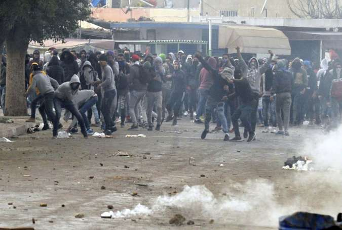 Tunisia Mulls Food Aid to Control Violent Anti-Austerity Protests