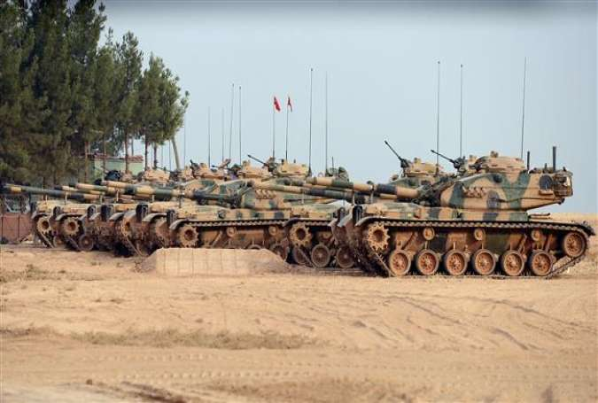 Turkish army tanks are stationed near the Syrian border in the town of Karkamis, southern Turkey, August 25, 2016. (Photo by AP)