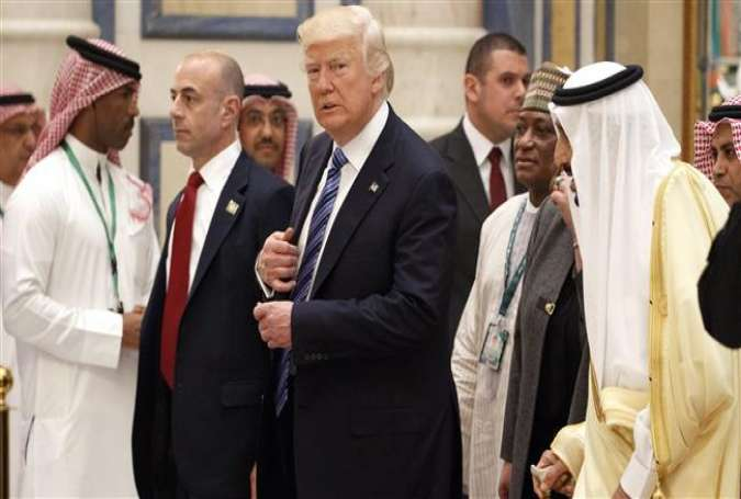 US President Donald Trump (C) walks with Saudi King Salman (R) to attend the Arab Islamic American Summit in Riyadh on May 21, 2017. (Photo by AP)