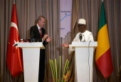 Turkish President Recep Tayyip Erdogan (L) and his Malian counterpart, Ibrahim Boubacar Keita, hold a press conference in Bamako on March 2, 2018. (Photo by AFP)