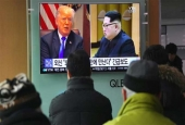 A television screen shows a news report with pictures of US President Donald Trump (L) and North Korean leader Kim Jong-un at a railway station in Seoul, South Korea, March 9, 2018. (Photo by AFP)