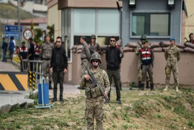 Turkish soldiers stand guard at the entrance to the Aliaga court and prison complex, during the trial of US pastor Andrew Brunson, held on charges of aiding terror groups, in Aliaga, north of Izmir, Turkey, on April 16, 2018. (Photo by AFP)