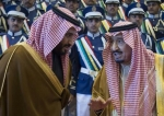 Saudi King Salman bin Abdulaziz Al Saud (R) and his son, Crown Prince Mohammed bin Salman