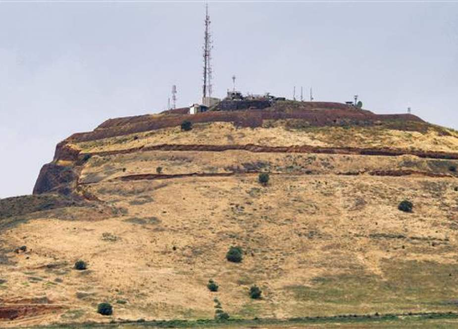 The photo shows the hill of Tal al-Faras in the Israeli-occupied Golan Heights in Syria's southwestern village of al-Rafid on May 10, 2018. (AFP photo)