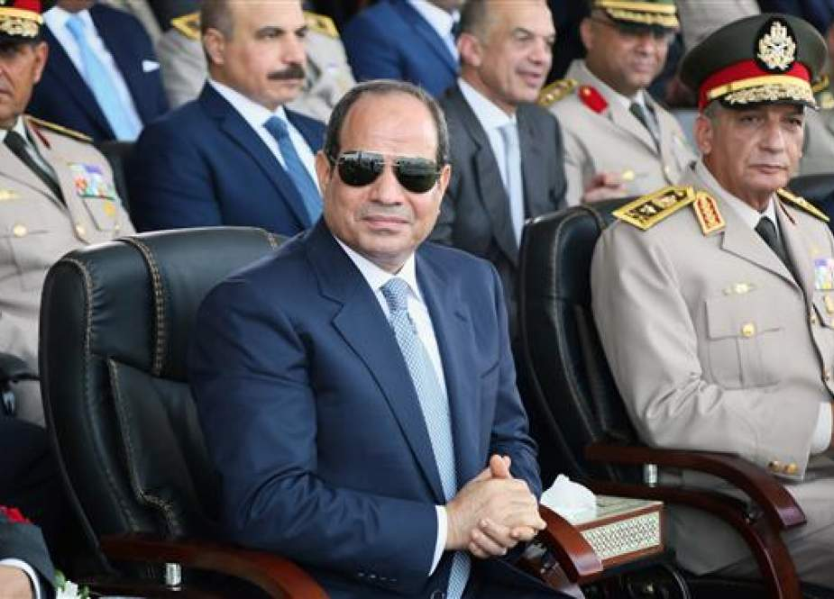 A handout picture released by the Egyptian presidency on July 22, 2018 shows Egyptian President Abdel Fattah el-Sisi and Defense Minister Mohamed Ahmed Zaki (R) attending the graduation ceremony of new army officers at the army academy in the capital, Cairo. (Via AFP)