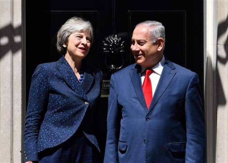 British Prime Minister Theresa May (L) greets Israeli Prime Minister Benjamin Netanyahu. (file photo)