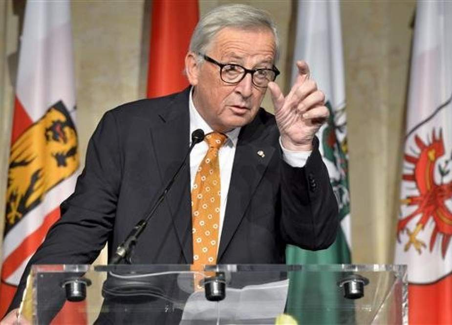 European Commission President Jean-Claude Juncker gestures as he gives a speech at a ceremony in Vienna, Austria, on October 4, 2018. (Photo by AFP)