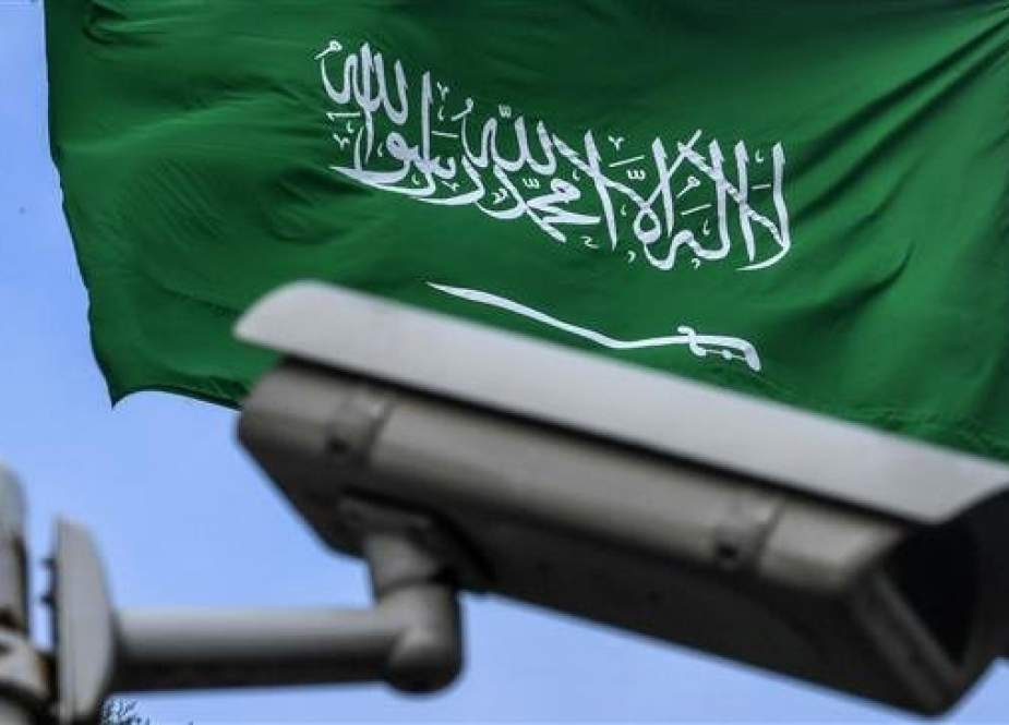 This picture shows a Saudi Arabia flag behind a video surveillance camera at the backyard of the Saudi Arabian consulate on October 11, 2018 in Istanbul. (AFP photo)