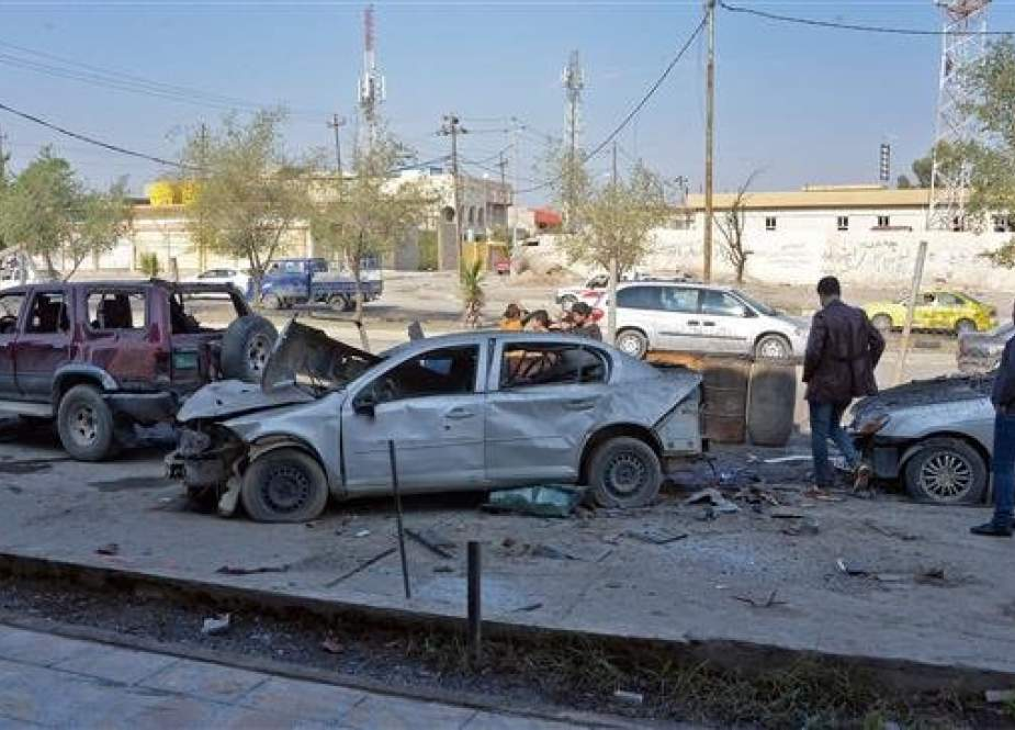 People inspect the damage at the site of a car bomb attack in the northern Iraqi city of Mosul on November 9, 2018, a day after the attack. (Photo by AFP)