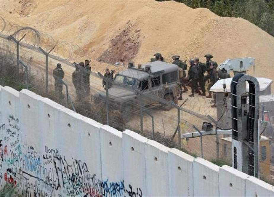 Israeli military forces fire warning shots along border with Lebanon