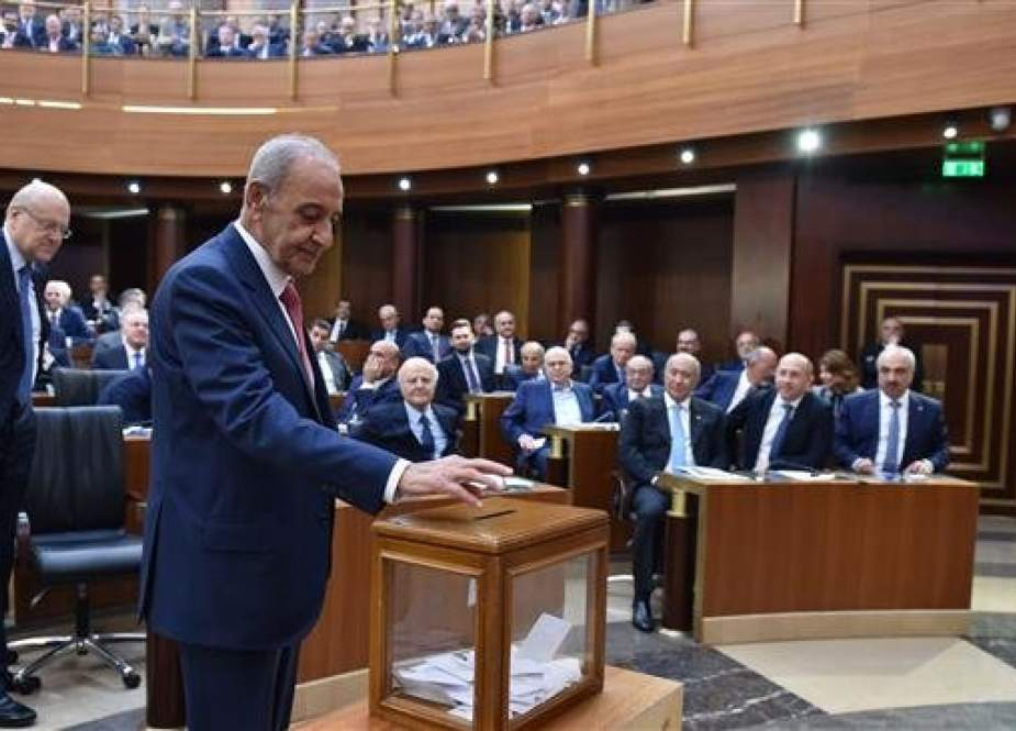 A handout picture provided by the Lebanese Parliament press office on May 23, 2018 shows Lebanese Parliament Speaker Nabih Berri casting his vote during a session in the parliament in downtown Beirut to elect the new speaker of the House. (Photo by AFP)