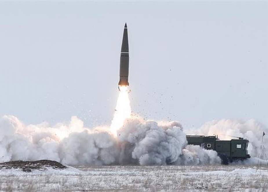 Russian military forces test-fire an Iskander missile. (file photo)