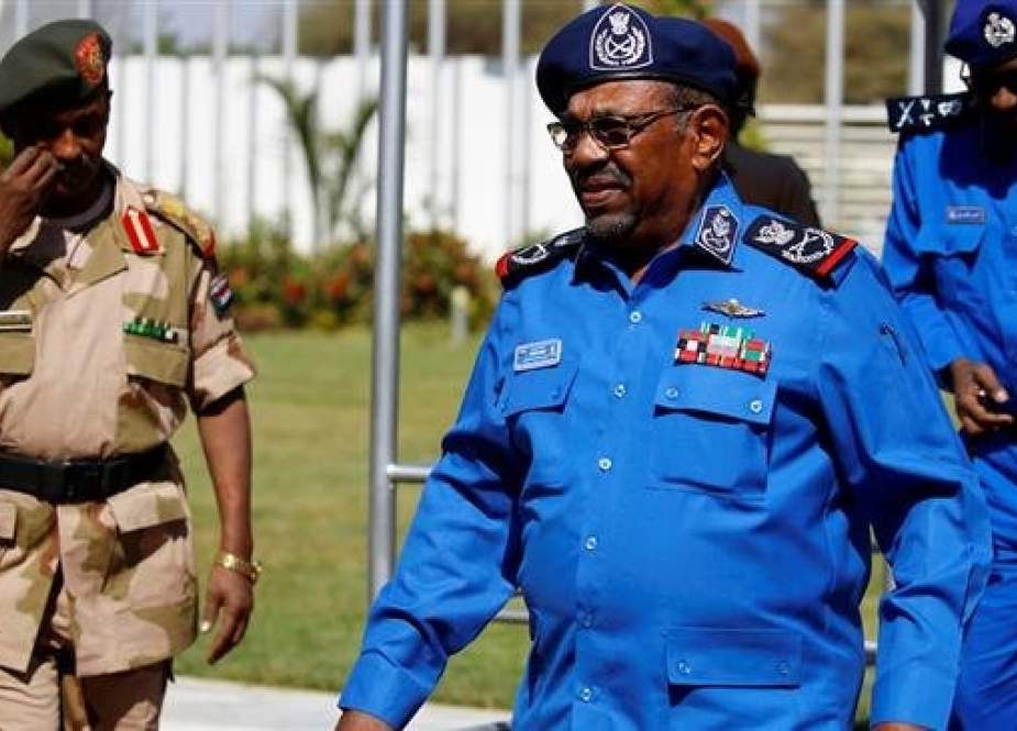 "Sudanese President Omar al-Bashir arrives to meet with police officials at the headquarters of the ""police house"" in the capital Khartoum on December 30, 2018. (Photo by AFP)"