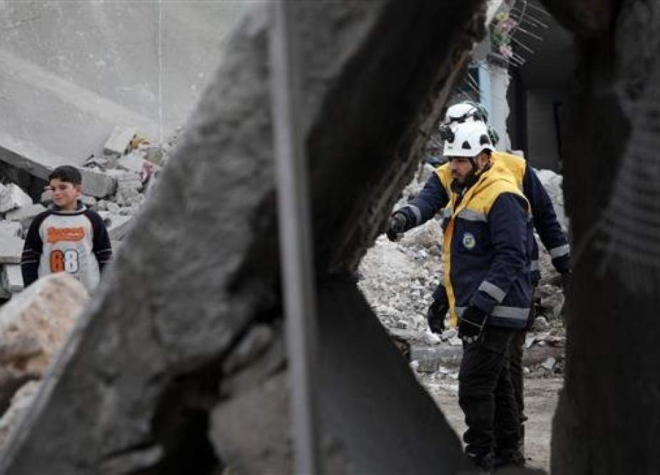 Members of the White Helmets clear debris from buildings in the town of Urum al-Kubra, Aleppo Province, Syria, January 5, 2019. (Photo by AFP)