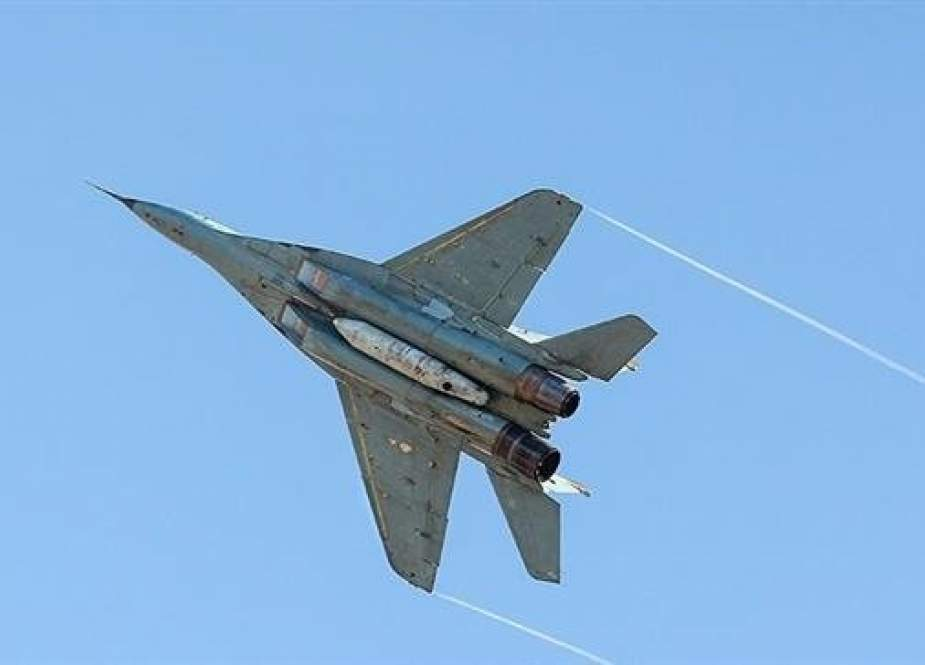 An Iranian fighter plan partakes in the last day of two-day large-scale Air Force drills, dubbed Defenders of Velayat Skies, in the central Iranian province of Isfahan on Friday. (Photo by Tasnim News Agency)