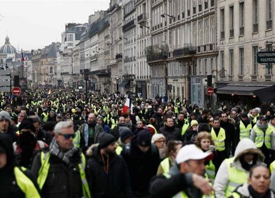 Protesters anti-government demonstration called by the yellow vest movement.jpg