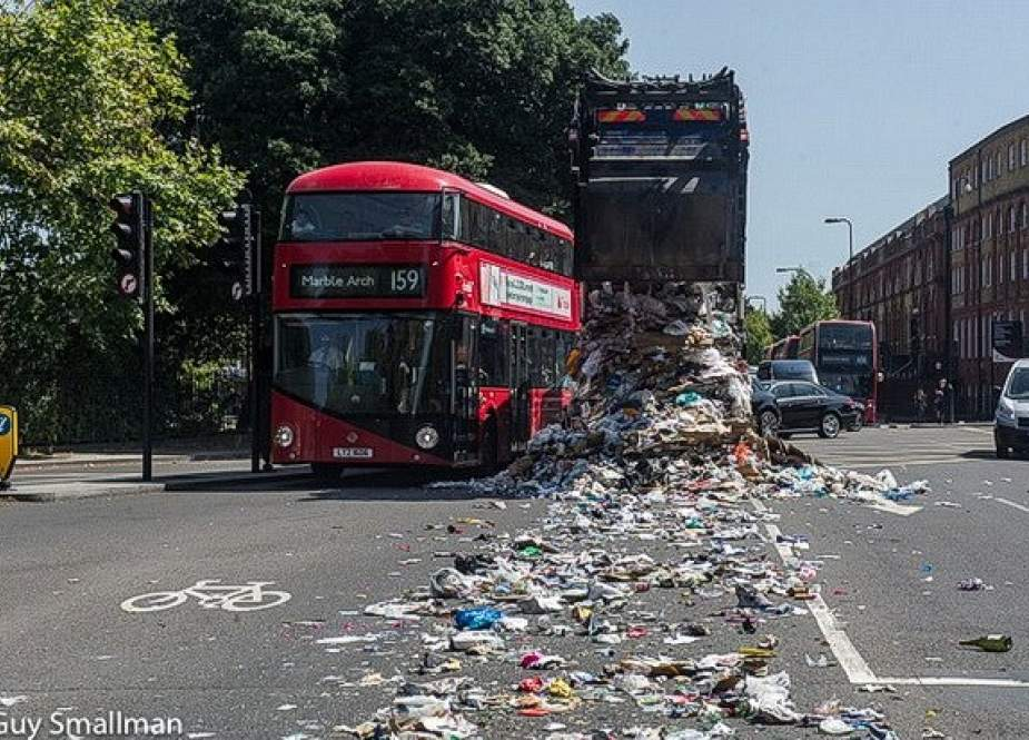A messy scene is seen in Kennington road, south London, after a council dust cart accidentally ejected its contents along the busy road on August 6, 2018. (Photo via brixtonbuzz.com)