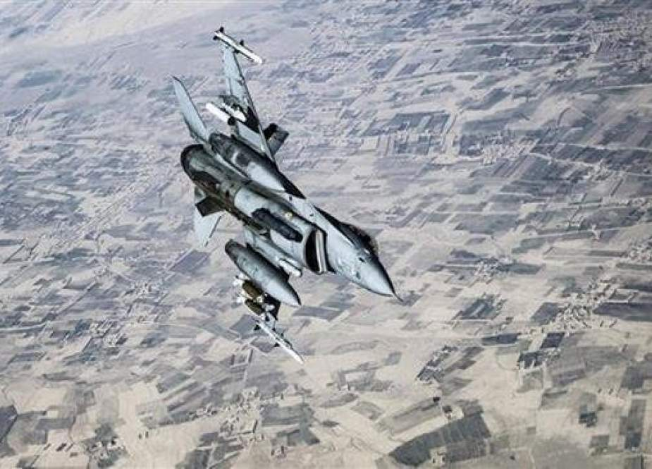 A US Air Force F-16C Fighting Falcon breaks off and flies back toward its patrol area after concluding refueling operations with a KC-135 Stratotanker over Afghanistan in support of Operation Freedom