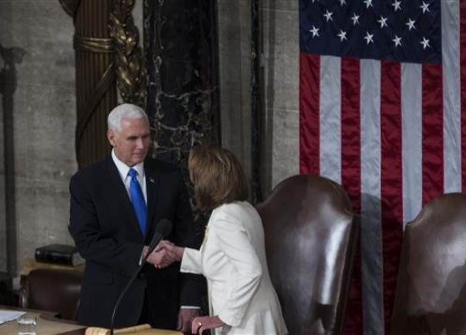 House Speaker Nancy Pelosi (D-CA) shakes hands with Vice President Mike Pence after President Donald Trump delivered the State of the Union address in the chamber of the US House of Representatives at the US Capitol Building on February 5, 2019 in Washington, DC. (Photo by AFP)