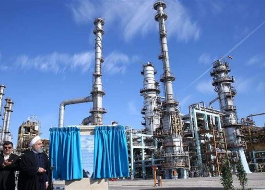 President Hassan Rouhani (R) attends the opening of the Persian Gulf Star Refinery in Bandar Abbas, Feb. 18, 2019. (Photo by IRNA)