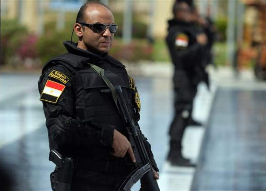 Egyptian police officer.jpg