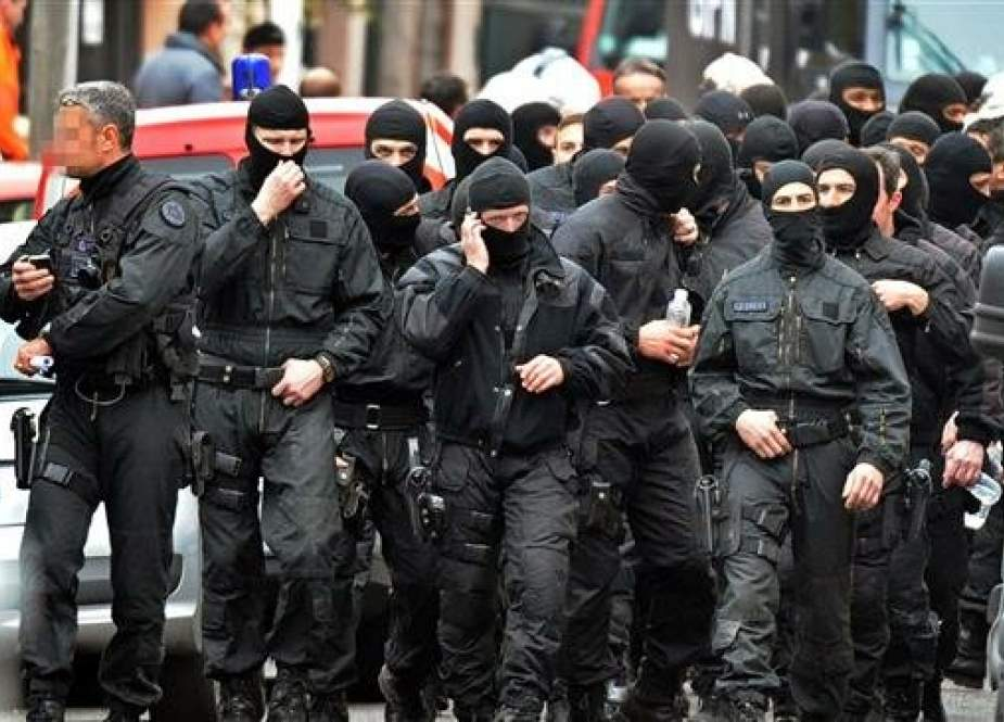 French members of the RAID special police forces unit in Toulouse, southwestern France.jpg