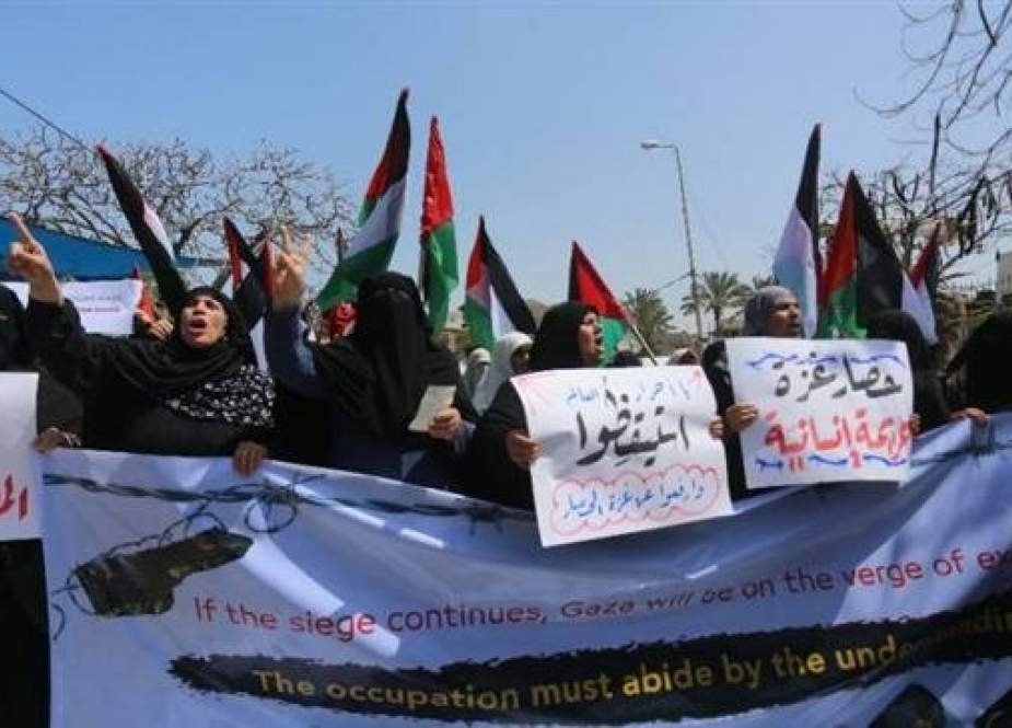 Dozens of Palestinians participate in a demonstration in front of the UN office in Gaza.jpg