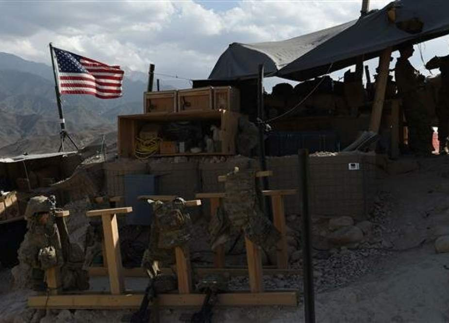 In this photo taken on July 7, 2018, US Army soldiers from NATO looks on as US flag flies in a checkpoint during a patrol against Daesh militants at the Deh Bala district in the eastern province of Nangarhar Province. (Photo by AFP)