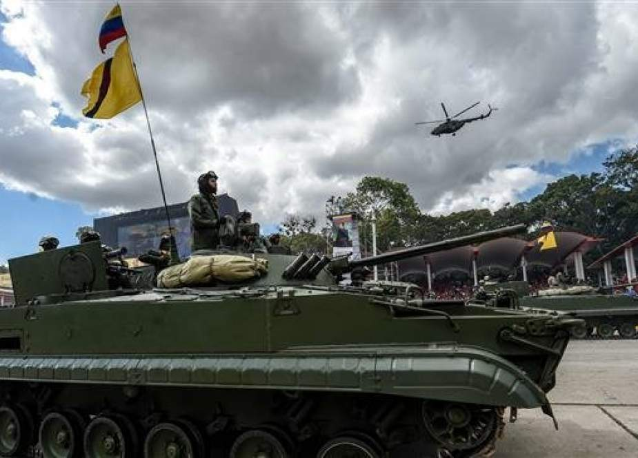 In this file photo taken on February 1, 2017, Venezuelan soldiers drive a Russian-made tank during a military parade in Caracas. (Photo by AFP)