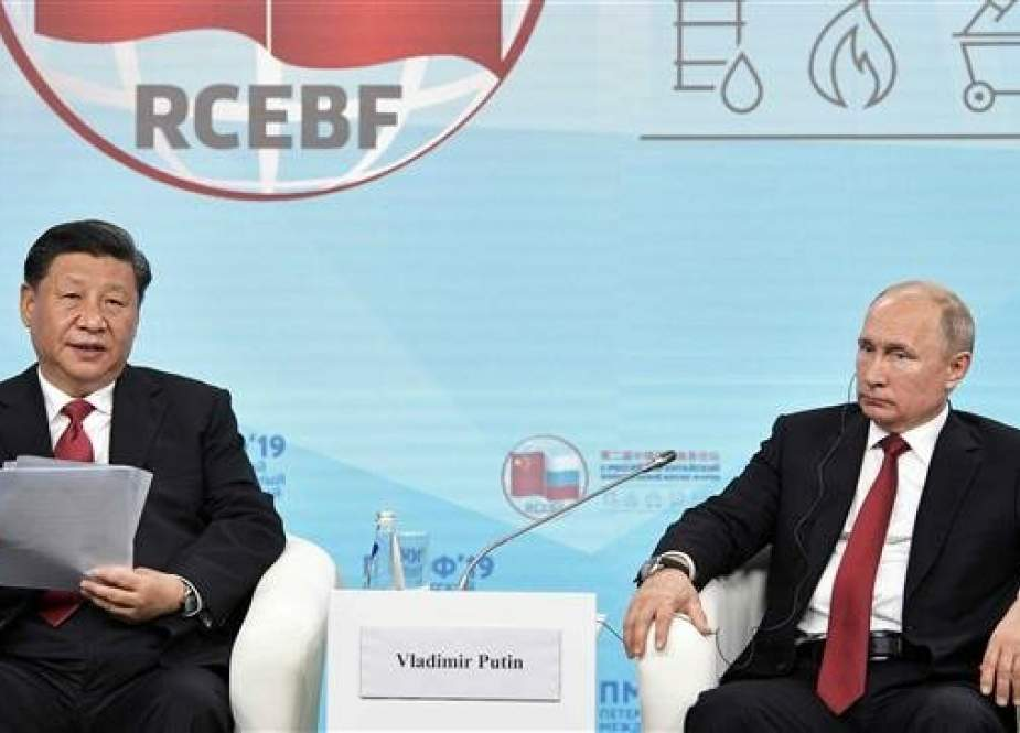 Russian President Vladimir Putin (R) and his Chinese counterpart, Xi Jinping, attend an energy forum during the St. Petersburg International Economic Forum (SPIEF) in Saint Petersburg, Russia, on June 7, 2019. (Photo by AFP)