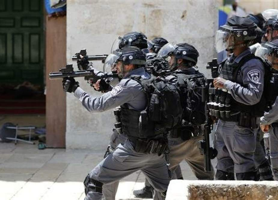 Israeli forces aim tear gas at Palestinian protesters at the al-Aqsa Mosque.jpg