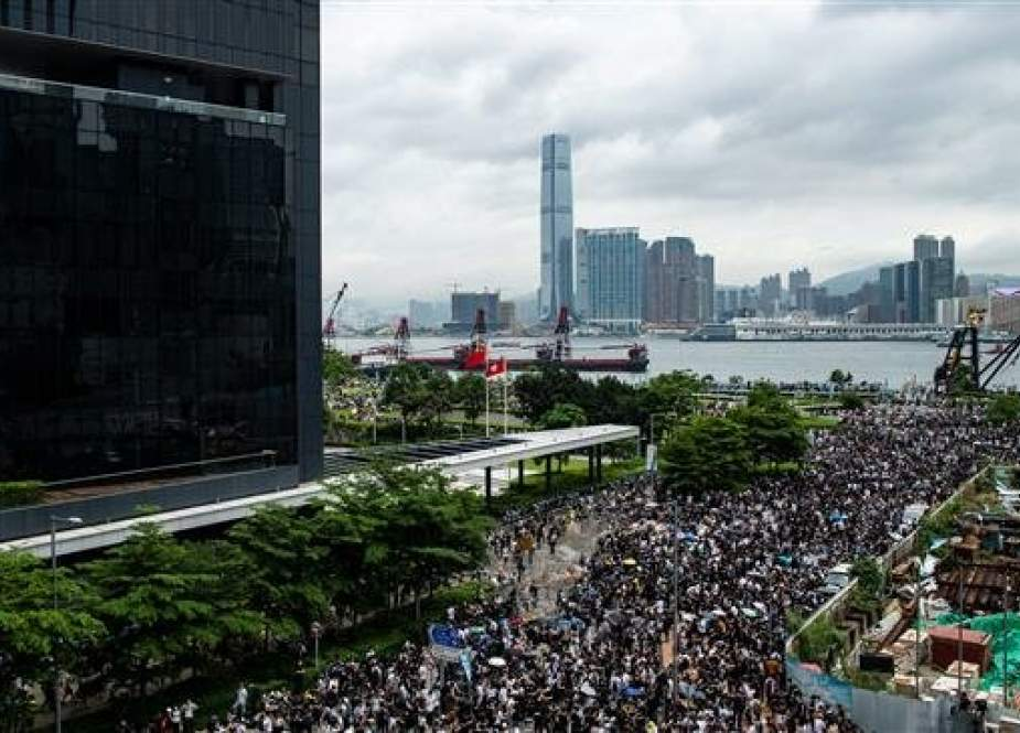 Protesters occupy the roads near the Legislative Council and government headquarters in Hong Kong, on June 12, 2019. (Photo by AFP)