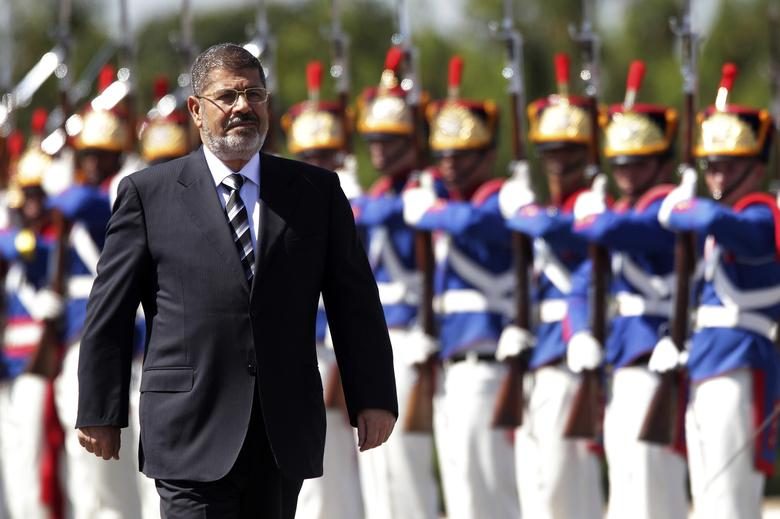 Egypt's President Mohamed Mursi reviews the troops in an official ceremony before a meeting with Brazil's President Dilma Rousseff at the Planalto Palace in Brasilia May 8, 2013
