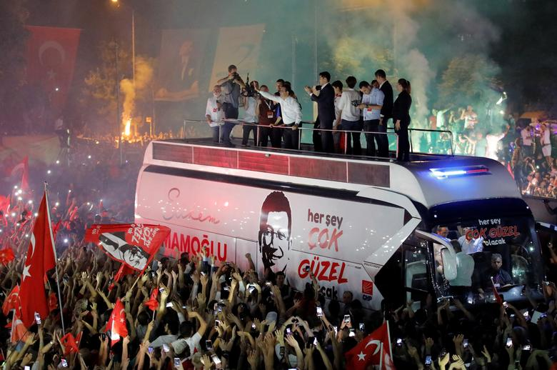 Ekrem Imamoglu, mayoral candidate of the main opposition Republican People's Party (CHP), greets supporters at a rally of in Beylikduzu district, in Istanbul, June 23