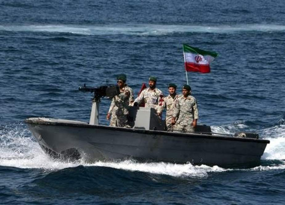 Iranian forces take part in the National Persian Gulf day in the Strait of Hormuz.jpg